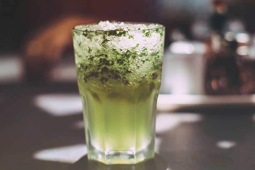 Ten sok neutralizuje kwasy najlepiej podawać z lodem.